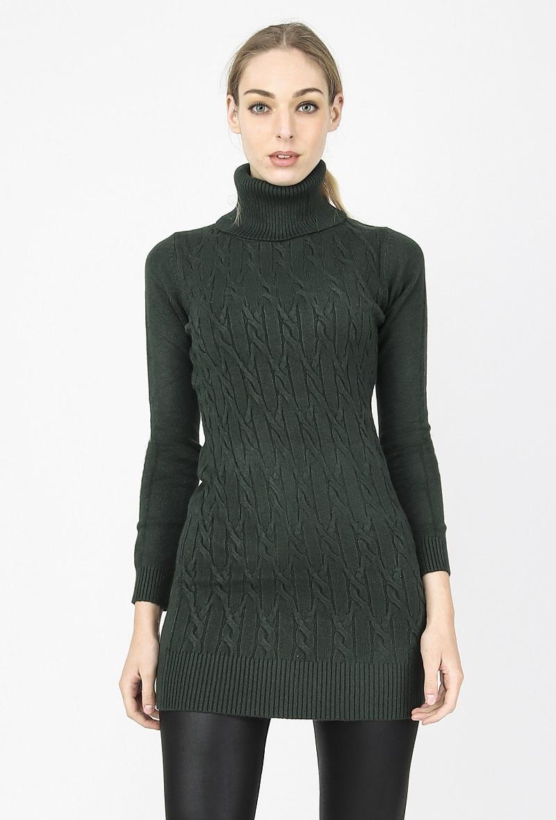 mini abito nero o maxi maglia stretto con collo alto