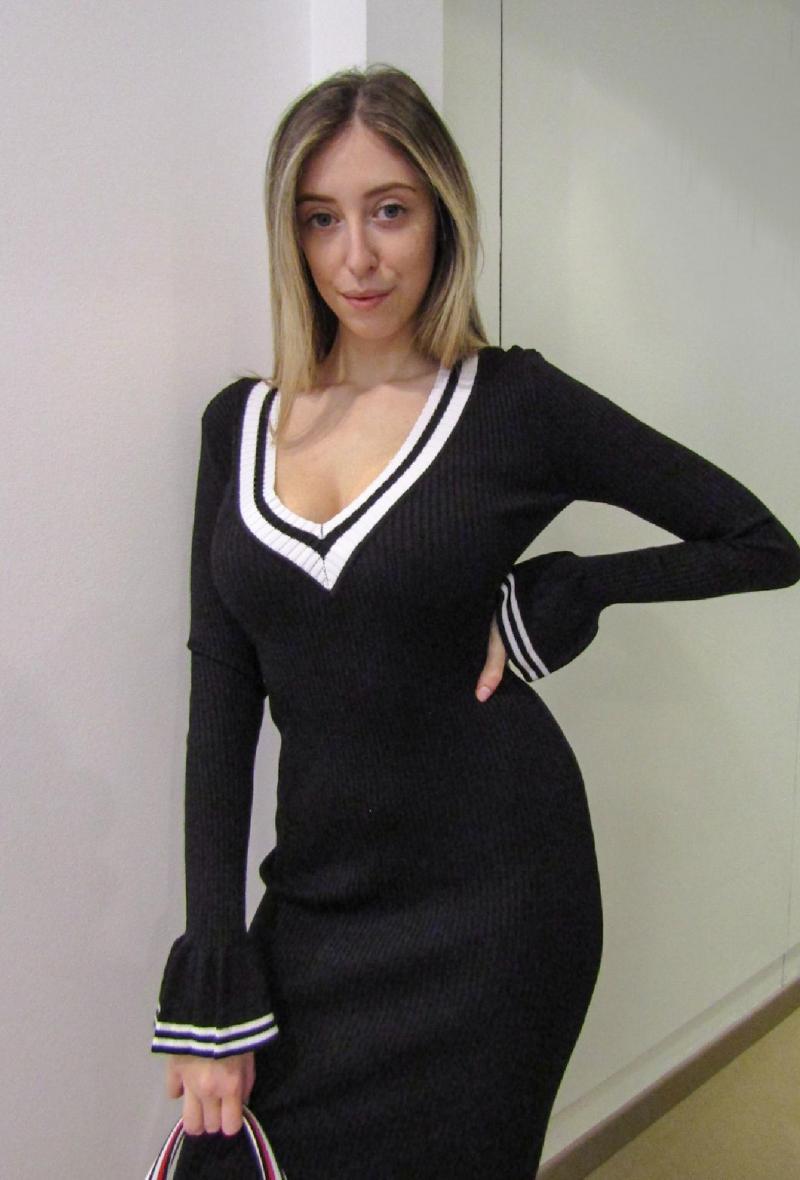 tubino in maglia con scollo a v con profilo bianco Nero<br />(<strong>Lily white</strong>)